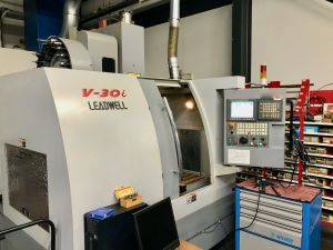 Centre d'usinage vertical LEADWELL V-30i - 2007