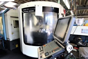 Centre d'usinage CNC 5 AXES DMG DMU 60 MONOBLOCK